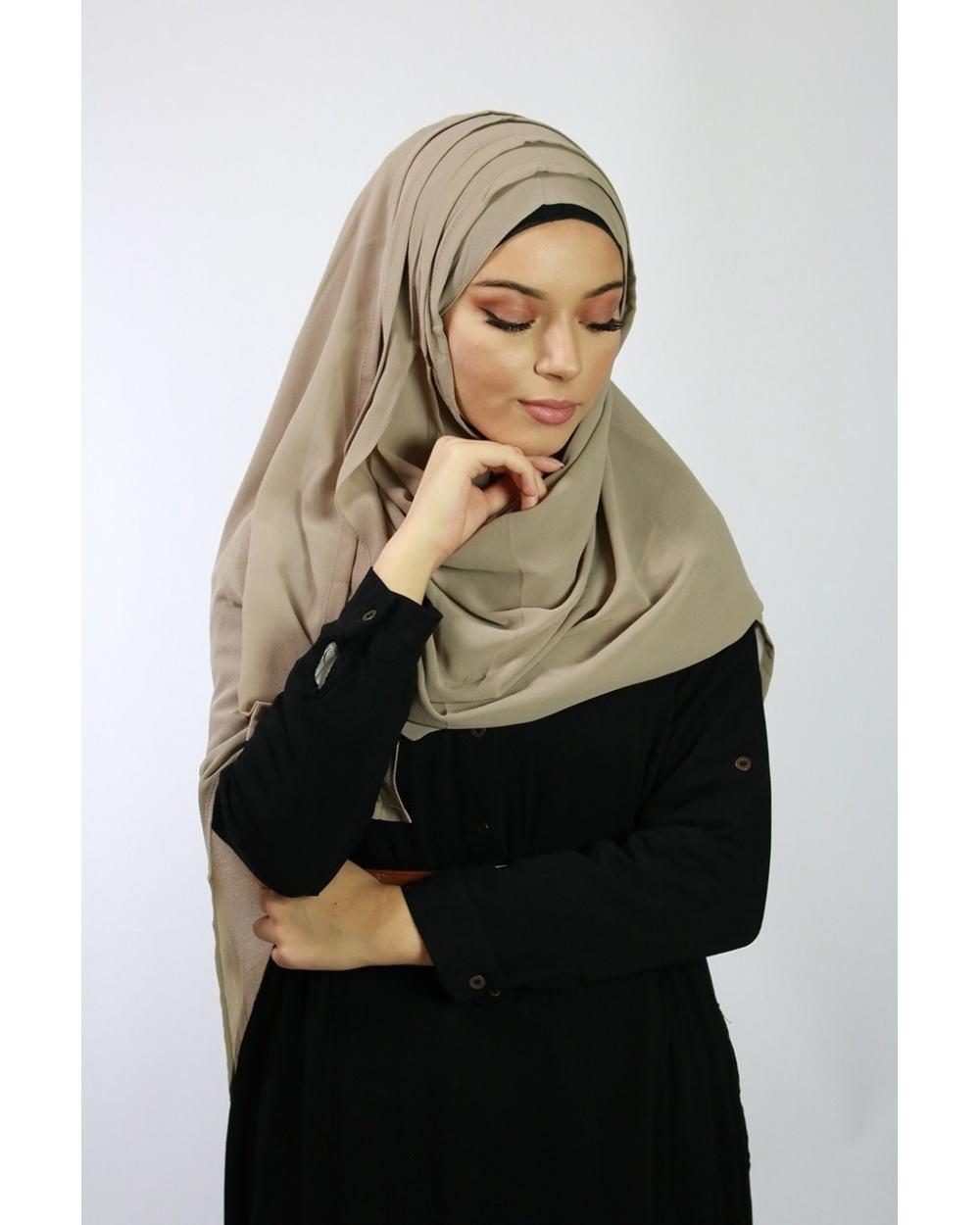Hijab à enfiler entiérement cousu taupe